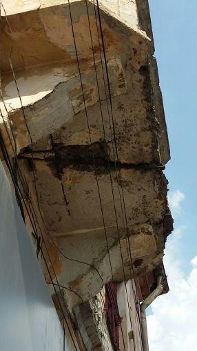 Un balcon care o să cadă la prima bulină roșie