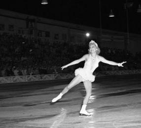 Imagini alb negru, la fel ca patinoarul gălătean