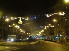 Iluminatul festiv de Crăciun va rămîne pe stîlpi pînă la Pasti!