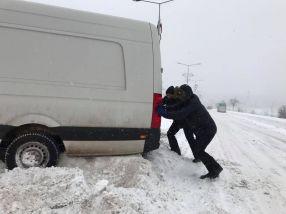 Astept cu nerăbdare să văd dacă Pucheanu va pune mîna pe bidinea si va trage prima dungă din parcare