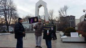 3 protestatari si jumătate
