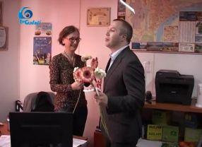 Primarul Ionut Pucheanu a jucat într-un film prost regizat, cu el împărtind flori unor femei