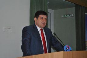 Presedintele Consiliului Judetean (CJ) Galati, Costel Fotea, la tribuna unde a spus numai tîmpenii