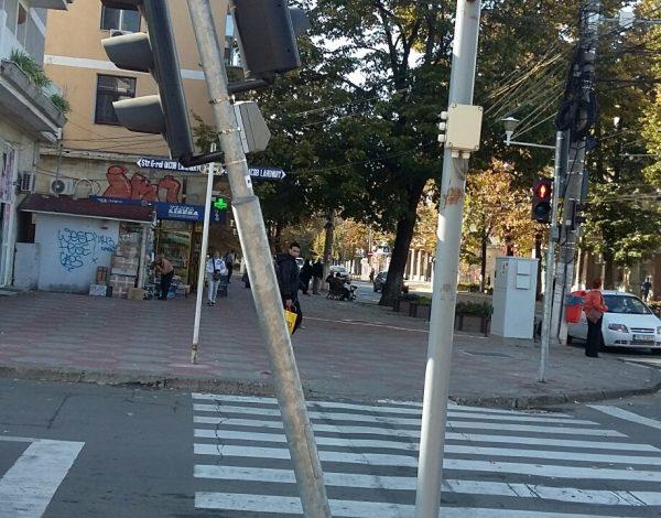 A început de ieri să cadă cîte un semafor inteligent pe stradă