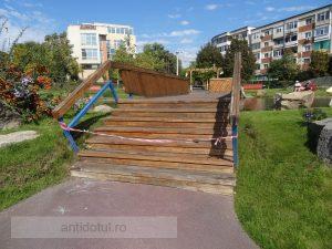 Podul lui Marius Stan a crăpat, iar acum, după cum se vede, este închis circulației