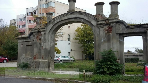 Poarta turcească, o poveste românească: monumentul din centrul Galațiului a fost uitat de autorități