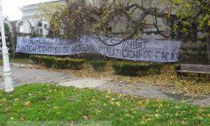 Surprinzător, bannerul rezistă (foto)