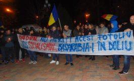 Harașo democrație, devenim iar gubernie: deranjați de rezultatul alegerilor din Moldova, studenții basarabeni au protestat la Galați