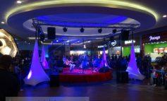 Petrecere săracă și de prost gust, la 3 ani de Shopping City Galați (foto)
