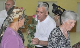 A dispărut și Saghian, cel care le dădea găleți țăranilor ca să voteze cu Dan Nica