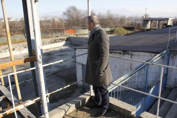 Gălățeni, pregătiți-vă slipurile și colacii tip rățoi: primarul Ionuț Pucheanu vă invită la bazinul Olimpic