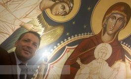 Cine ar fi bănuit că fotbaliatorul Marius Humelnicu tinde la statutul de manelist ortodox?