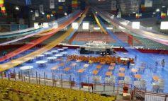 Poză oribilă cu Patinoarul Galați transformat într-o imensă sală de mese!
