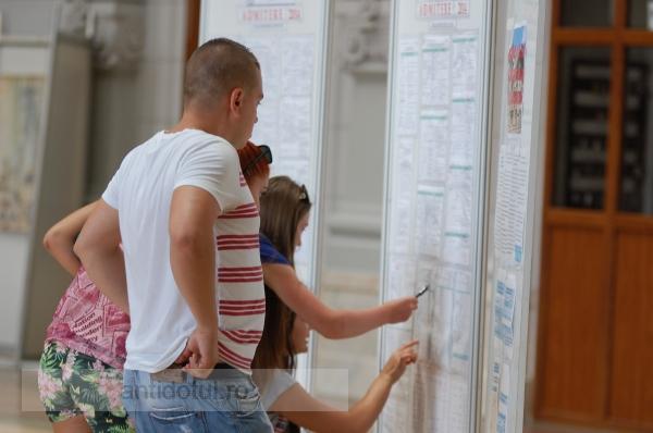 """Studenții de la Universitatea """"Dunărea de Jos"""" din Galați încep mîine cursurile"""