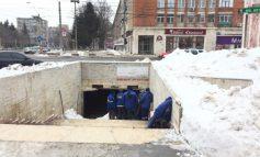 Ecosal: ședință tehnică în aer liber! Munții de zăpadă de pe trotuare rezistă!