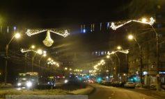 Iluminatul festiv de Crăciun va rămîne pe stîlpi pînă la Paști!