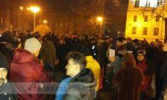 La 0 grade Celsius, s-a dezghețat un pic atmosfera la Galați: sute de oamenii au scandat împotriva amnistiei și grațierii