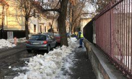Probabil cu gîndul la parcări, Pucheanu a dat ordin să se deszăpezească și cîteva trotuare