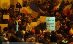 """Galațiul nu renunță. Peste 2.500 de oameni în stradă: """"Liberte, egalite, Muie PSD!"""" (video)"""