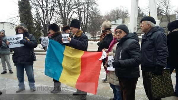 Miting cu ghinion al pensionarilor gălățeni: 13 persoane au participat la manifestația pro Guvern