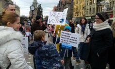 Idioțenie și/sau ticăloșie: Autoritatea pentru Protecția Drepturilor Copilului face statistici despre copiii și părinții care au participat la proteste