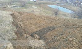 Numai în localitatea gălățeană Izvoarele să nu trăiești: după cutremure și inundații, comunitatea are parte de alunecări de teren