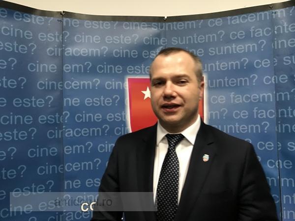 Vrednic este: Pucheanu le oferă bisericilor 2,1 milioane de lei din banii gălățenilor