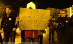 """""""PSD cu arma-n mînă/ Vrea să facă dictatură!"""". Să vină AKM-urile! (video)"""
