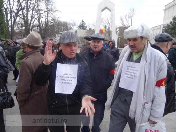 """Caterincă la mitingul pensionarilor: """"Poporul a luat-o-n barbă!"""" (video)"""