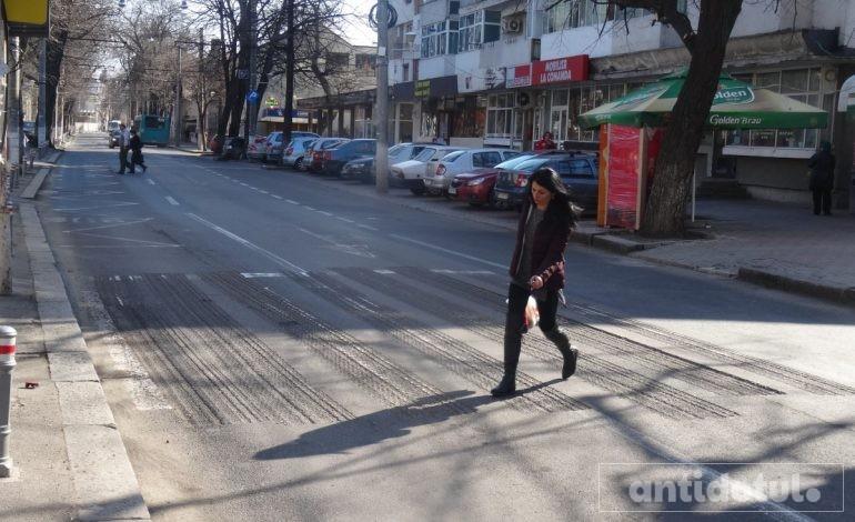 Creier cît nuca, în Primăria Galați. Au săpat șanțuri pe trecerile de pietoni! (foto)