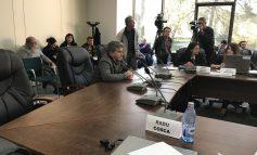 Directorul Costică Voicu se laudă că are semnate 3 contracte. Doar că se încăpățînează să le țină la secret