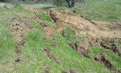 Pe bune că nu-i ghinion: o nouă alunecare de teren s-a produs în mijlocul localității Izvoarele