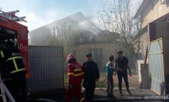 Incendiu violent în Galați: două case din spatele magazinului Kaufland de la Ultimul Leu au fost distruse de flăcări