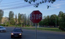 """Primăria dă 210.000 de lei pe indicatoare rutiere. Ținînd cont că vorbim despre Galați, cele mai multe indicatoare ar trebui să fie """"Stop"""" sau """"Ocolire"""""""