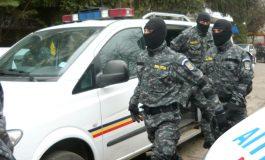 UPDATE/Amenințare cu bombă pe bulevardul Oțelarilor: pirotehniștii s-au luptat cu o cutie de carton plină cu haleală stricată