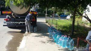 Dependenți de apa de la cisternă