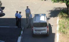 Polițiști locali odihnindu-se (foto)