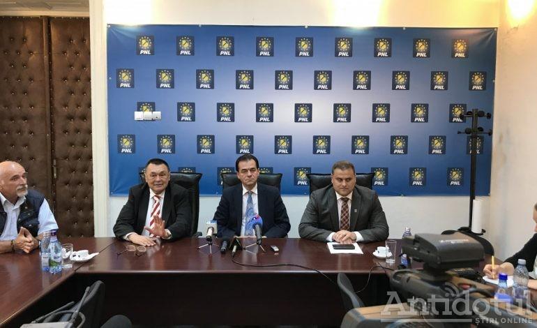 Orban a venit la Galați să verifice cît mai e cursul la exchange-ul politic