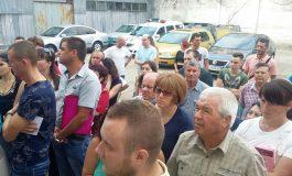 Pașapoarte pe bandă rulantă: gălățenii stau la cozi pentru a obține documentele de călătorie