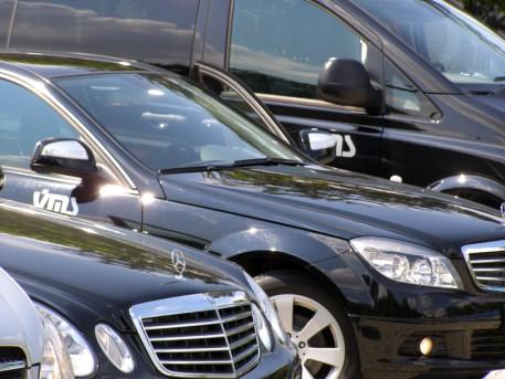 În loc să strângă praful în parcare, mașina-ți bagă bani în buzunare. În curând și în Galați – Brăila