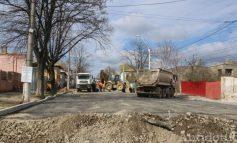 La un capăt înflorește, la celălalt se pleoștește: un segment al străzii Traian este închis circulației auto
