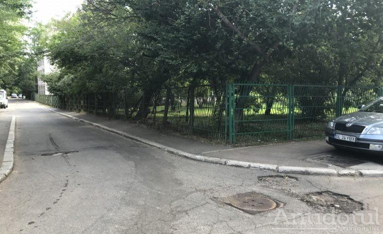 Scrisoare deschisă de la gropile gemene, de lîngă Școala 11, către primarul Ionuț Pucheanu