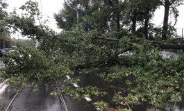 După furtună sunt gălăţeni internaţi în spital, gălăţeni în beznă şi veşti proaste de la meteorologi