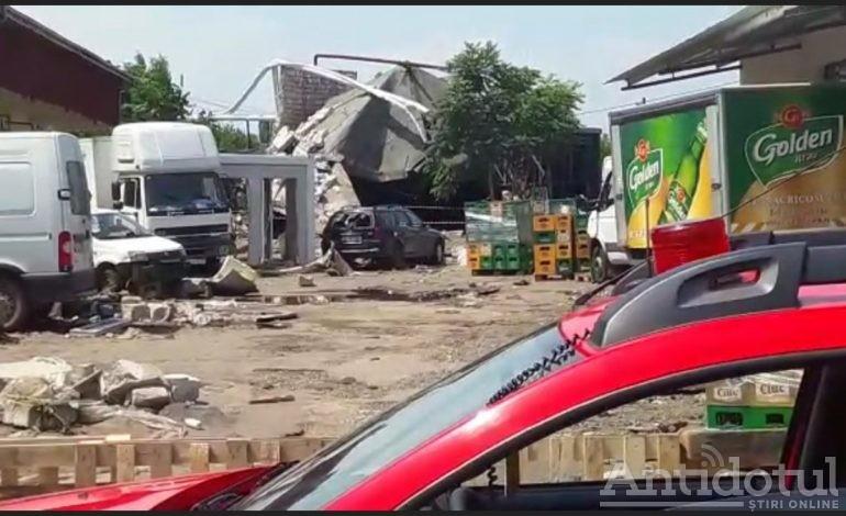 Bălăceală de weekend: o fabrică de conserve din Tecuci a fost inundată din cauza unui bazin de apă care a crăpat