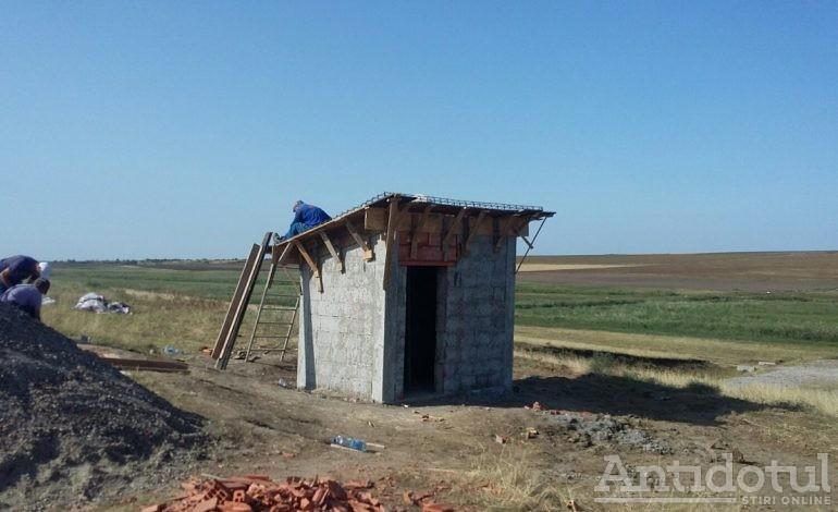 Cea mai adîncă pivniță din România se construiește în satul Izvoarele: autoritățile au numit-o stație de cercetare a cutremurelor de suprafață