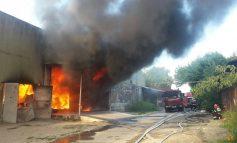 Update/Incendiu de proporții în Bariera Traian: ard restaurantul Imperial House și un depozit de plastic și hîrtie