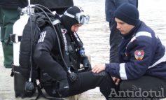 ISU Galați caută pe uscat trei scafandri