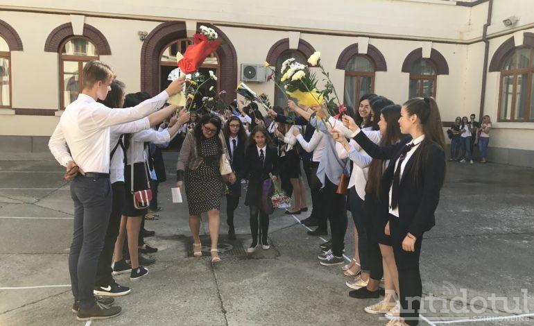 VIDEO! Cum s-a văzut deschiderea anului școlar, la cele mai galonate școli din Galați