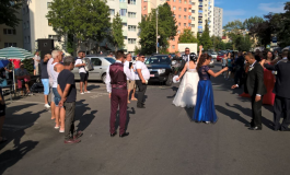 VIDEO/O nuntă la care a participat și Adi Minune s-a desfășurat, fără autorizație, între blocurile din Micro 13
