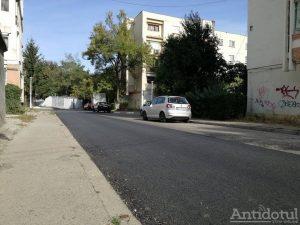 Stradă asfaltată doar pe jumătate